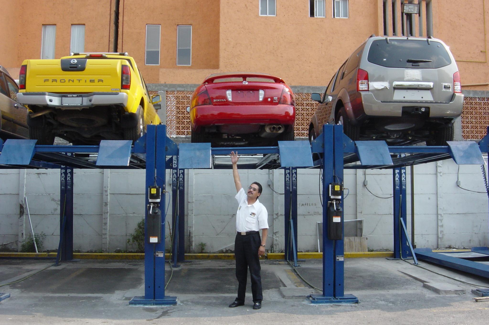 elevautos estacionamiento.Serretecno